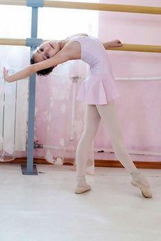 Little ballerina www.theworlddances.com/ #littleballerinas #tutucute #dance