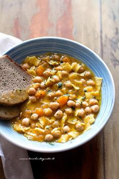 Tasty pumpkin and chickpea soup - Pumpkin and chickpea soup recipe Veggie Recipes, Lunch Recipes, Wine Recipes, Soup Recipes, Vegetarian Recipes, Healthy Recipes, Italian Dishes, Italian Recipes, Healthy Cooking