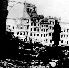 Warsaw Uprising (1944) - Man standing on the barricade between the main square of the Old Town and Świętojańska Street