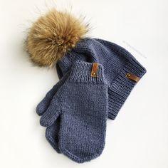 Синий комплект: шапка с помпоном и варежки из 100% мериносовой шерсти. Помпон из енота Winter Hats, Gloves, Knitting, Fashion, Moda, Tricot, Fashion Styles, Breien, Stricken