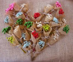 23 Clever DIY Christmas Decoration Ideas By Crafty Panda Free To Use Images, Unique Recipes, Mother Nature, Wedding Favors, Christmas Diy, Magnets, Burlap, Babyshower, Gift Wrapping