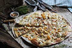 Herbstlich-frische Chicorée-Birnen-Pizza