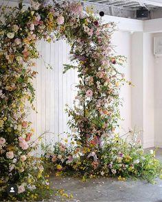 "Floral-Foam-Free Floristry on Instagram: ""Hong Kong based @miluna.studio produced this beautifully delicate arbour at a recent #nofloralfoam workshop in Tokyo. Follow Jaynee…"""