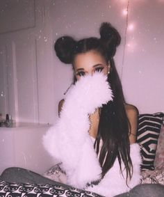 This isn't actually Ariana but it looks so much like her