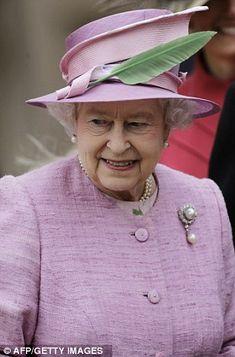 The Queen always has the best hats <3