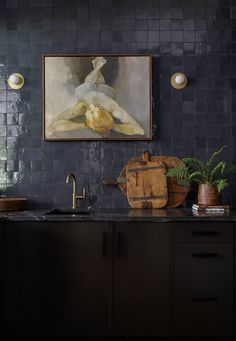 Earthy Kitchen, Eclectic Kitchen, English Country Kitchens, Kitsch, Dark Grey Walls, Interior Design Photography, Black Cabinets, Tile Design, Home Kitchens