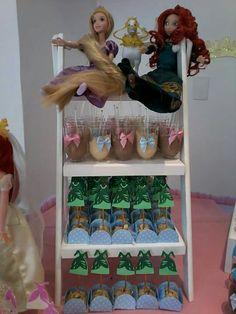 Festa Princesas feita por Sua Festa Organizada ( www.facebook.com/festaorganizada ) - toppers de docinhos vestidos de princesas