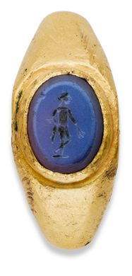 A ROMAN GOLD AND NICOLO FINGER RING WITH MERCURY