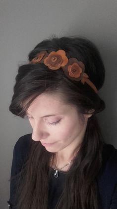 Broche Pince cheveux bibi Mariage soirée FLEUR Similicuir faux cuir GRIS TAUPE