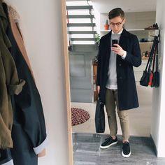 #sweat #coat #chinos #bag #grey #black #ecru #streetstyle #style #menstyle #manstyle #menswear #fashion #mensfashion
