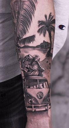 80 Realistic Tattoos to Inspire You Palm Tattoos, Top Tattoos, Body Art Tattoos, Tattoos For Guys, Tatoos, Cool Forearm Tattoos, Forearm Tattoo Design, Leg Tattoo Men, Tattoo Arm