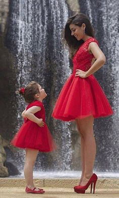 Sexy Open Back Red Short Prom Dress Robe De Soiree Lace Mini Mother Daughter Dresses Vestido De Festa Fast Shipping Party Gowns Mother Daughter Photos, Mother Daughter Matching Outfits, Mother Daughter Fashion, Mommy And Me Outfits, Girl Outfits, Mother Daughters, Daddy Daughter, Mother Son, Short Red Prom Dresses