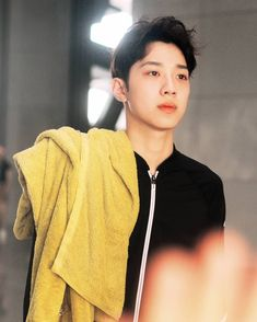 on pic Kdrama, Guan Lin, Lai Guanlin, Kpop, Love Me Forever, Cube Entertainment, Your Music, Jinyoung, Your Smile