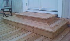 Campsite Decorating, Outdoor Deck Decorating, Deck Steps, Porch Steps, Patio Stairs, Wood Patio, Shed Step Ideas, Front Porch Landscape, Door Decks