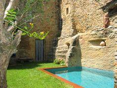Pierre, #piscine et jardin en #Catalogne #Espagne #costabrava