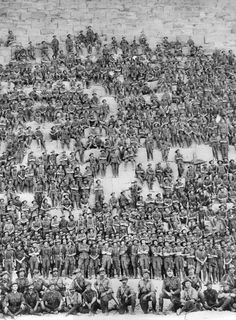 Group portrait of the Australian (Western Australia) Battalion Infantry Brigade Australian Imperial Force posing on the Great Pyramid of Giza on 10 January 1915 prior to the landing at Gallipoli. Great Pyramid Of Khufu, Gallipoli Campaign, Anzac Day, History Online, Pyramids Of Giza, Giza Egypt, British Soldier, World War One, Modern History