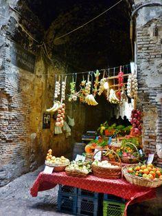 thereluctantrawfoodist: Meu tipo de lugar salvatoregarzillo: La Frutta al Purgatório | Napoli