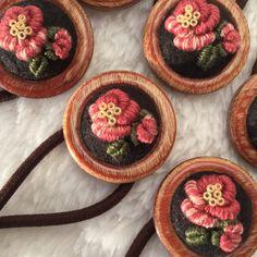 刺繍ヘアゴム 椿ウッドフレーム
