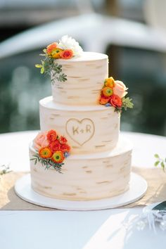#Birch Inspired Wedding Cake | See the wedding: http://www.stylemepretty.com/2013/11/01/pasadena-wedding-from-troy-grover-photog | Photography: troygrover.com