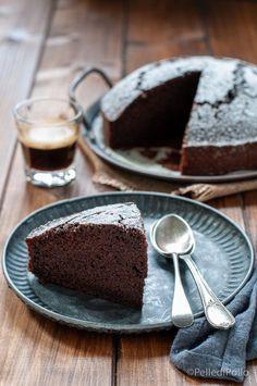Soffice e golosissima #torta al #caffè con #cacao amaro, semplice da realizzare, #senzaburro e #senzalatte #ricette #coffee #breakfast #createtoinspire