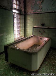 taunton state hospital or asylum, taunton massachusetts - matthew christopher murray's abandoned america❤ Abandoned Property, Abandoned Asylums, Abandoned Buildings, Abandoned Places, Spooky Places, Haunted Places, Asile, Real Haunted Houses, Insane Asylum