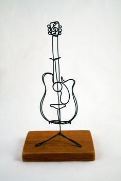 Acoustic Guitar by wiredsculpture on Etsy Wire Art Sculpture, Metal Sculptures, Abstract Sculpture, Bronze Sculpture, Wire Crafts, Metal Crafts, Wire Wrapped Jewelry, Wire Jewelry, Stylo 3d