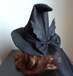 Black felt witch hat embellished with felt bat wings that can stand or fold in the direction you wis Witch Costumes, Diy Costumes, Cute Witch Costume, Costume Ideas, Halloween Costumes, Halloween Witch Hat, Halloween Party, Halloween Stuff, Vintage Halloween