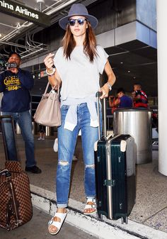 This+Is+How+Alessandra+Ambrosio+Does+Casual+Style+via+@WhoWhatWear
