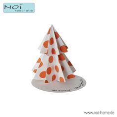 Gift Topper Christmas Tree. Geschenkdekoration, schlicht und elegant. Baum wird liegend geliefert. Einfach auf die beiliegende Grußkarte kleben, am Geschenk befestigen - fertig. Tupfen in Apricot. #NOI #home & fashion. #NOIhamburg #Geschenk #Dekoration #Weihnachten #weihnachtsbaum #papeterie #diy