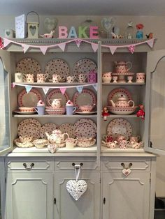 Emma bridgewater pink hearts on display shabby furniture lak Shabby Chic Cafe, Estilo Shabby Chic, Shabby Chic Kitchen, Shabby Chic Homes, Shabby Chic Decor, Quirky Kitchen, Shabby Chic Furniture, Painted Furniture, Painted Dressers