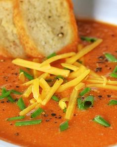 Roasted Tomato Soup with Cheddar A great comfy option when you're stuck inside! This warm, roasted tomato soup is perfect for weeknights and weekends alike. Pair this soup with a grilled cheese sandwich, and you're all set. Chili Recipes, Soup Recipes, Vegetarian Recipes, Cooking Recipes, Healthy Recipes, Roasted Tomato Soup, Roasted Tomatoes, Gula, Soup And Sandwich