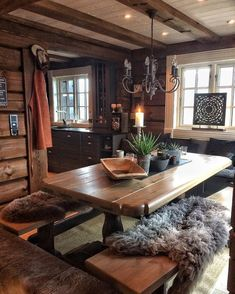 Awesome 47 Inspiring Home Interior Cabin Style Design Ideas Log Cabin Homes, Log Cabins, Rustic Cabins, Rustic Cabin Decor, Rustic Wood, Log Home Interiors, Dining Room Light Fixtures, Decor Scandinavian, Log Home Decorating