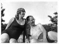 Le Corbusier and his wife (and model) Yvonne Gallis relaxing in their bathing suits. Photo: via fondationlecorbusier.fr