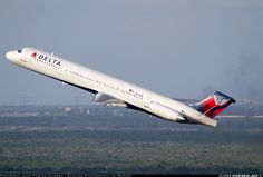 McDonnell Douglas MD-88 aircraft picture