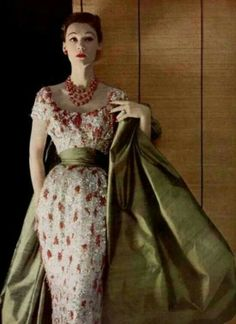 Ideas For Fashion Photography Glamour Christian Dior Glamour Vintage, Vintage Dior, Moda Vintage, Vintage Gowns, Vintage Couture, Vintage Vogue, Vintage Outfits, Vintage Clothing, Style Année 60