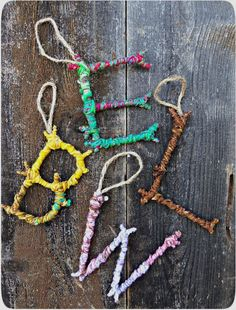 Natural Crafts Tutorials: Great Twig Crafts for Kids Colorful Yarn Bombed Twigs Letter Ornaments. The pop of color meets the rustic charm of autumn foliage in this yarn twigs letter ornaments. Kids Crafts, Twig Crafts, Summer Crafts, Craft Stick Crafts, Kids Nature Crafts, Decor Crafts, Crafts With Yarn, Wood Crafts, Forest Crafts