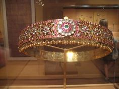 A waist belt -  this jewelry-piece is a fusion of authenticity of temple jewelry of South India and antiqueness of Mughal jewelry.