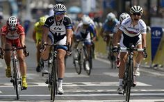 Lizzie Armitstead crashes out of La Course by Le Tour as Marianne Vos sprints to victory in Paris Lizzie Armitstead, Marianne Vos, Commonwealth Games, Champs Elysees, Road Racing, Victorious, Cycling, Champion, Tours