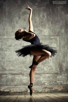 Ballerina Anastasia Tselovalnikova - Photo by Dasha Nikonchuk. #Ballet_beautie #sur_les_pointes  *Ballet_beautie, sur les pointes !*