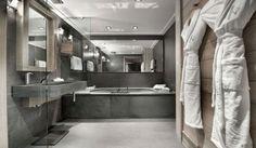 cuarto de baño con muebles de cemento