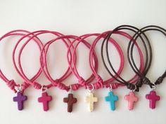 pulsera cruz Girls Jewelry, Heart Jewelry, Beaded Jewelry, Handmade Jewelry, Jewellery, Bracelet Fil, Beading For Kids, Baubles And Beads, Crafts Beautiful