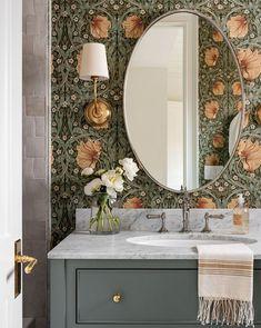 Eclectic Bathroom, Bathroom Interior Design, Home Interior, Colorful Bathroom, Bathroom Vintage, Vintage Vanity, Feminine Bathroom, Vintage Teacups, Industrial Bathroom