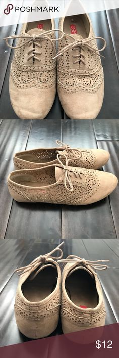 Espirit Women's Suede Taupe Cutout Oxford 8.5 Good preowned condition Slight marking on footbed as shown in picture Smoke free home Fast shipping within 1-2 days of purchase Esprit Shoes Flats & Loafers