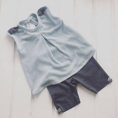 Blue pale-grey blouse and pants with bluemarin stripes Fabric : stretchy