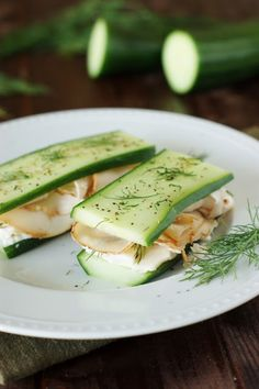 Low-Carb Smoked Turkey & Cucumber 'Sandwiches' ~ a versatile little low-carb lunch idea. www.thekitchenismyplayground.com