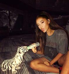 Ari feeding a white tiger! 😄❤️🐅