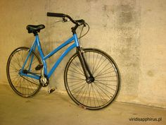 Lightweight bike to the city, that will work as a handy means of transport every day, easy to bring up the stairs to the second floor, not taking away a lot of space; while remaining fast and giving a lot of driving pleasure. Aluminum frame, carbon fork. Frame color - sky blue.