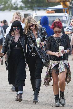 Charlotte Cutler, Kate Moss y Jamie Winston - Street Style Glastonbury 2013