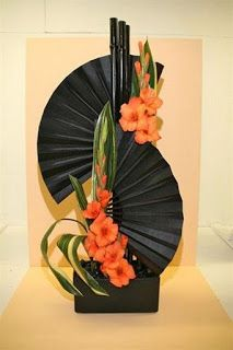 Wunderschöne Gladiole in bezaubernden ee – Tollwasblumenmachen.How to arrange flowers beautifully. Best Options For Floral Arrangement, It's easier than most people think to make a beautiful flower arrangement. black fans and orange gladiolas . Contemporary Flower Arrangements, Tropical Flower Arrangements, Creative Flower Arrangements, Church Flower Arrangements, Beautiful Flower Arrangements, Unique Flowers, Tropical Flowers, Beautiful Flowers, Colorful Flowers