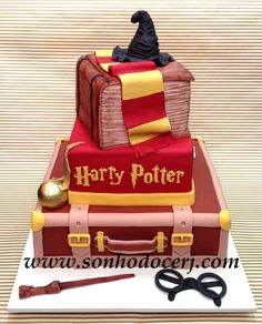 Maybe we could flip the book level and Harry Potter level; so the book is on to of the trunk open; and my name can be on one of the pages like they had theirs and we can put HP somewhere else and put my name instead of Harry Potter Baby Harry Potter, Gateau Harry Potter, Harry Potter Wedding Cakes, Harry Potter Thema, Harry Potter Fiesta, Deco Harry Potter, Harry Potter Birthday Cake, Theme Harry Potter, Harry Potter Food